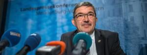 Der Innenminister von Mecklenburg-Vorpommern, Lorenz Caffier (CDU), bei einer Pressekonferenz am 10.Oktober 2017 in Schwerin