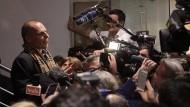 Griechenlands Finanzminister Gianis Varoufakis am Montag vor Journalisten in Brüssel