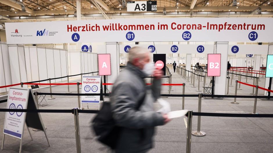 Das Impfzentrum in den Hamburger Messehallen hat noch deutlich mehr Kapazitäten als bisher genutzt werden.