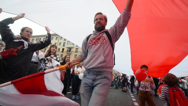 Hunderttausend Menschen demonstrieren gegen Lukaschenka