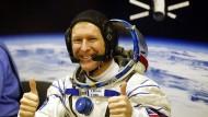 Der britische Astronaut Tim Peake Mitte Dezember beim Pressetermin in seinem Raumanzug