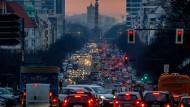 Fahrverbote und Straßensperrungen für Diesel-Fahrzeuge könnten bald kommen.