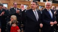 Jetzt sind sie zu viert: Sigmar Gabriel (SPD), seine Frau Anke und Tochter Marie im Januar bei einer Feierstunde zur Amtsübergabe im Auswärtigen Amt.