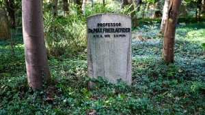 Strafanzeige nach Beisetzung von Neonazi in jüdischem Grab