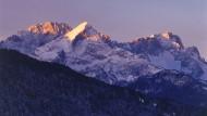 Morgenlicht auf dem Zugspitzmassiv