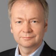 """Tilman Spreckelsen - Portraitaufnahme für das Blaue Buch """"Die Redaktion stellt sich vor"""" der Frankfurter Allgemeinen Zeitung"""