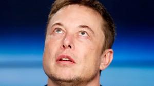 Elon Musk geht auf Kuschelkurs