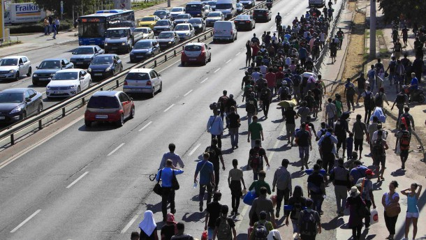Ein Flüchtlingsmarsch von Budapest gen Österreich