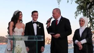 Özil und Amine Gülse haben ja gesagt