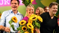 Keine Angst vor der Schlachtplatte: Ludwig Hartmann und Katharina Schulze mit dem Bundesvorsitzenden Robert Habeck