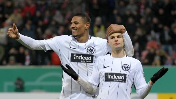Eintracht Frankfurt: Auf schmalem Grat
