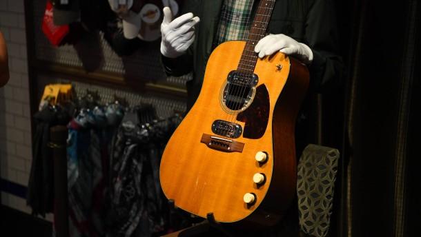 Kurt-Cobain-Gitarre erzielt mehr als sechs Millionen Dollar