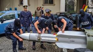 Neonazis wollten Luft-Luft-Rakete bei Whatsapp verkaufen