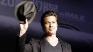 """""""Er hatte jeden Tag ein frisches T-Shirt an."""" Mögen Frauen Brad Pitt deshalb gleich nochmal lieber?"""