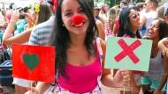 Luiza Rocha darf noch günstig tindern. Die 22-Jährige tummelt sich in Rio de Janeiro auf einer Tinder-Party.