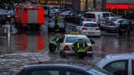 In der hessischen Landeshauptstadt Wiesbaden hatte das schwere Unwetter in Kürze Teile der Innenstadt überschwemmt.