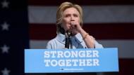 Hillary Clinton ignorierte den Rat ihrer Ärzte und arbeitete weiter, anstatt sich auszuruhen.