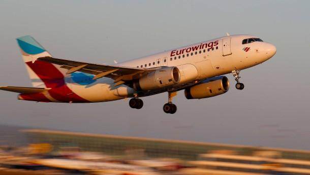 Flugbegleiter wollen in den Sommerferien streiken