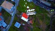 Die Rettungskräfte haben nach dem Unglück nur fünf Personen und den Fahrer im Bus vorgefunden.