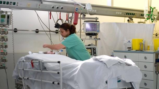 Staat lässt Beamte auf Krankheitskosten sitzen