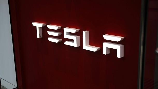 """Teslas """"Autopilot"""" beschleunigte vor tödlichem Crash"""