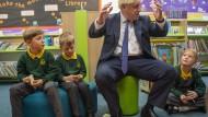 Der britischer Premier Boris Johnson besuchte am Freitag eine Grundschule in Milton Keynes