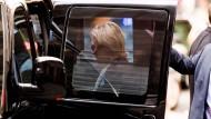 Wenige Stunden nach ihrem Schwächeanfall zeigte sich Clinton wieder in der Öffentlichkeit.