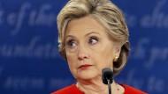 Clinton 2013 vor Wall-Street-Bankern: Eine Regulierungen der Banken nach der Finanzkrise sei aus politischen Gründen nötig gewesen.