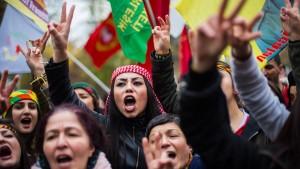 Tausende Kurden protestieren gegen Erdogan