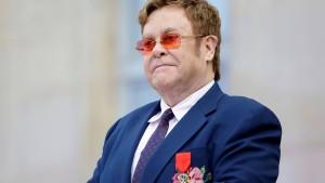 Putin gegen Popstar Elton John