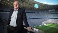 Uli Hoeneß (62) ist Präsident des FC Bayern München und Aufsichtsrastvorsitzender der FC Bayern München AG
