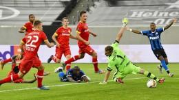 Leverkusen geht im Viertelfinale K.o.