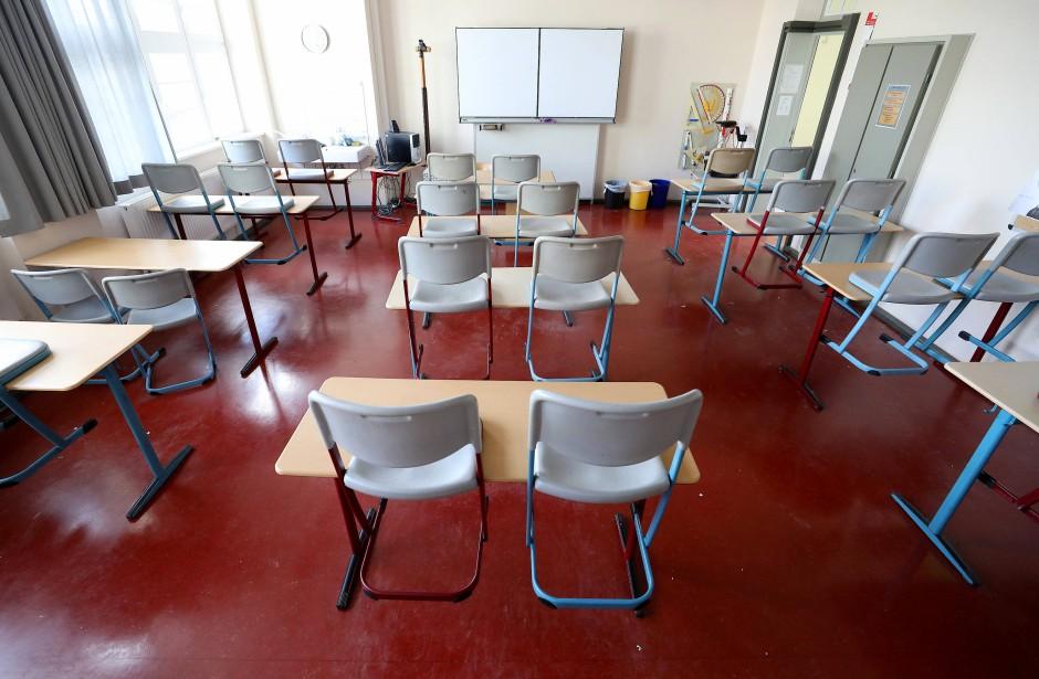 Die Schulen sind leer, viele Eltern mit den Kindern zu Hause.