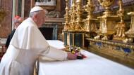 Papst Franziskus vor dem Gebet an diesem Morgen in der Basilika Santa Maria Maggiore