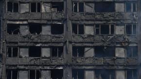 Hochhaus geht in Flammen auf