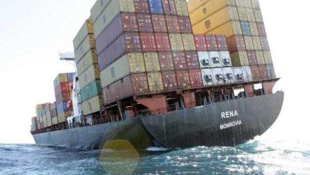 Öl soll aus Frachter abgepumpt werden