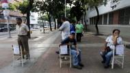 Großer Andrang? Venezolaner warten am Sonntag vor einem Wahllokal.