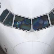 Zwei Piloten in einer Maschine der Lufthansa