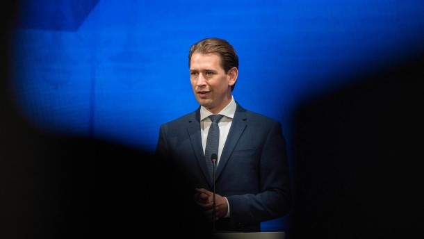 Kanzler Kurz hält trotz Korruptionsvorwürfen an Amt fest
