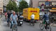 Engstelle in der Innenstadt: Der belebte Kaiserplatz in Frankfurt wird zur verkehrsberuhigten Zone.