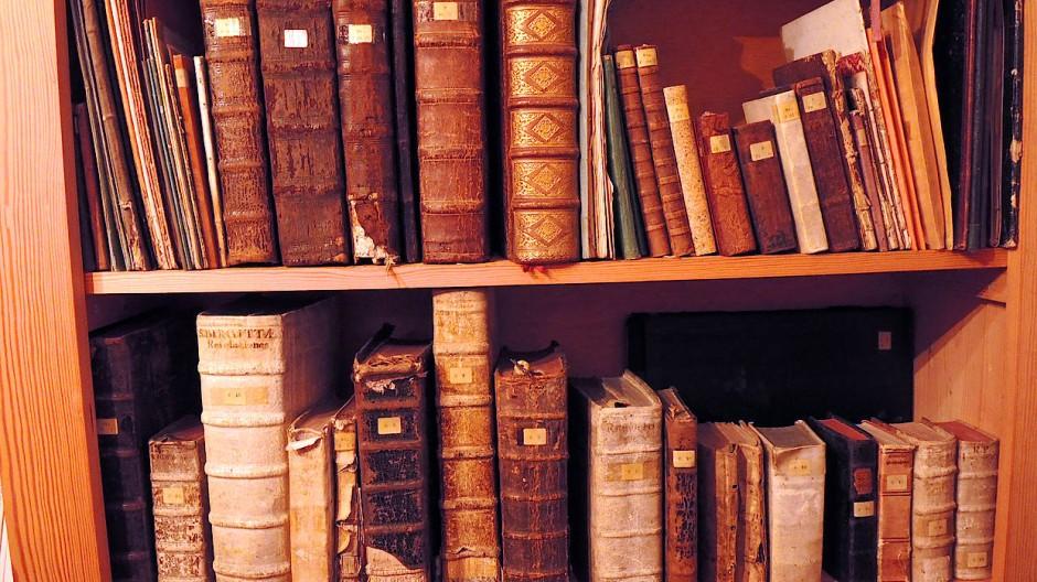 Vor der Zeit digitaler Publikationsdatenbanken war es deutlich schwieriger, sich einen Überblick über existierende Veröffentlichungen zu verschaffen.