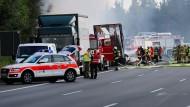Reisebus geht in Flammen auf