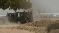 Erneut Gefechte am Flughafen von Karachi