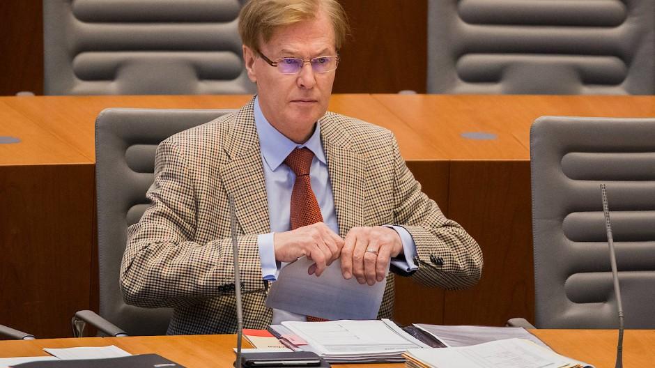Bestritt sich in die Ermittlungen um den Hacker-Angriff eingemischt zu haben: Peter Biesenbach (CDU), Justizminister von Nordrhein-Westfalen