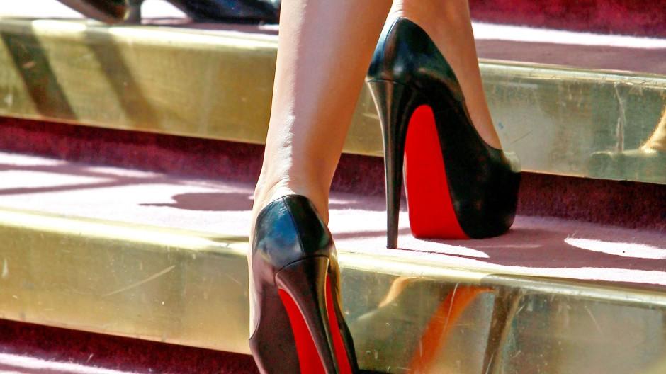 Markenzeichen rote Sohle: Louboutin-Schuhe, getragen von der italienischen Schauspielerin Monica Bellucci auf dem Filmfestival von San Sebastian 2012.