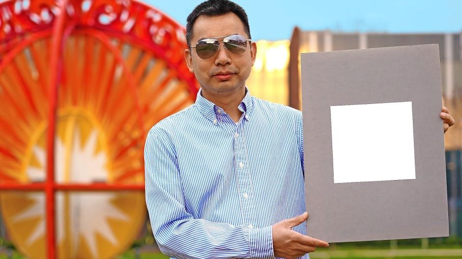 """Forscher der Purdue University in Indiana haben eine """"ultraweiße"""" Farbe entwickelt, die 98 Prozent des Sonnenlichts reflektiert."""