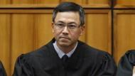 Derrick Watson, Bundesbezirksrichter auf Hawaii, setzte Trumps Anordnung per Eilantrag aus.
