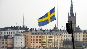 Schweden gedenken in Schweigeminute der Opfer
