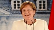 """""""Auch ich trage eine Maske"""", sagte Kanzlerin Merkel bei einer Pressekonferenz, wenn die geltenden Abstandsregeln nicht eingehalten werden könnten."""