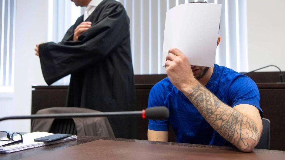Im Gericht: Ali Bashar mit seinem Verteidiger